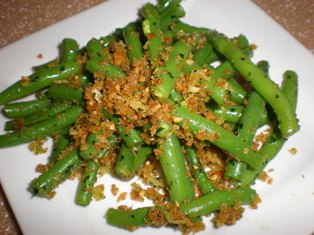 Green Beans with Garlic, Parsley, and Breadcrumbs